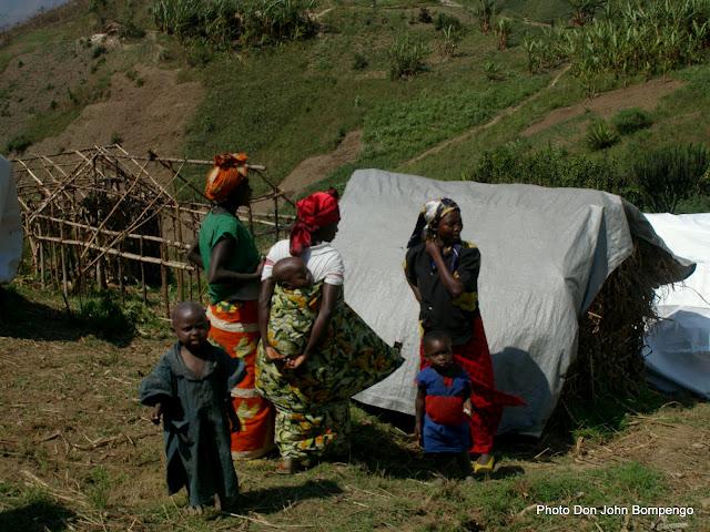Des familles dans un camp de déplacés  à l'Est de la RDC,