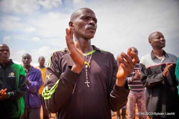 Les rebelles FDLR qui ont fait leur reddition à la SADC dans un camp apprêté par la Monusco près de sa base à Kanyabayonga, Nord-Kivu, le 5 Juin 2014. © MONUSCO/Sylvain Liechti