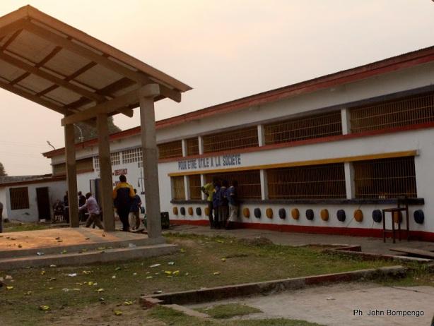 Une vue du bâtiment abritant la salle d'audience ce 23/06/2011 à la prison centrale de Makala à Kinshasa. Radio Okapi/ Ph. John Bompengo