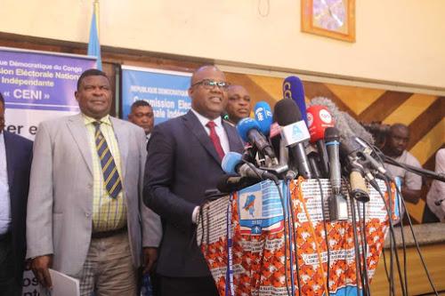 Le président de la Commission électorale nationale indépendante (CENI), Corneille Nangaa à Kinshasa, le 20/12/2018 lors de l'annonce du report de la date des élections prévues le 23 décembre 2018 en RDC.