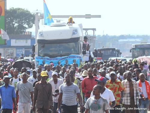 Le cortège funèbre de militants de l'UDPS, victimes des événements des 19 et 20 septembre, le 01/11/2016 à la permanence de leur parti politique à Kinshasa. Radio Okapi/Ph. John Bompengo